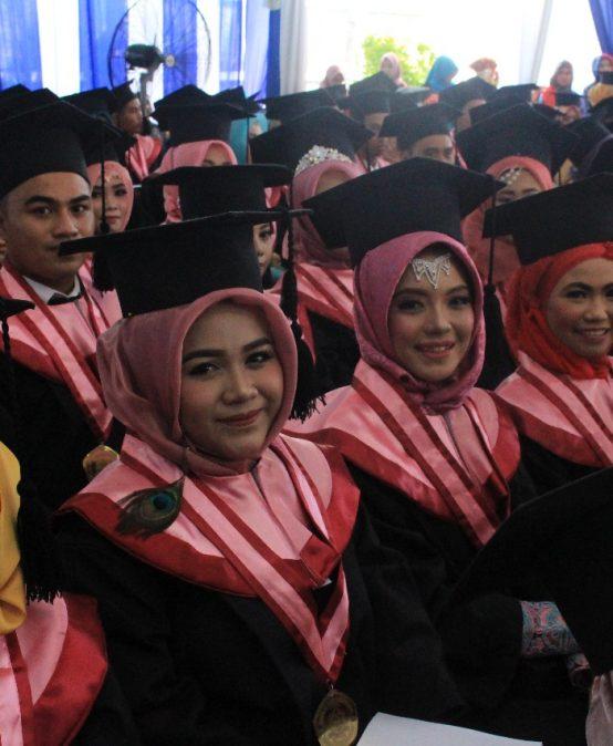 Ketua STIE PGRI Dewantara Jombang Mewisuda 354 Lulusan, Siap Kembangkan Ekonomi Kreatif