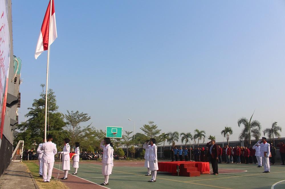 PERINGATI HARI ULANG TAHUN KE-74 REPUBLIK INDONESIA, STIE PGRI DEWANTARA JOMBANG GELAR BERBAGAI LOMBA DAN UPACARA 17 AGUSTUS