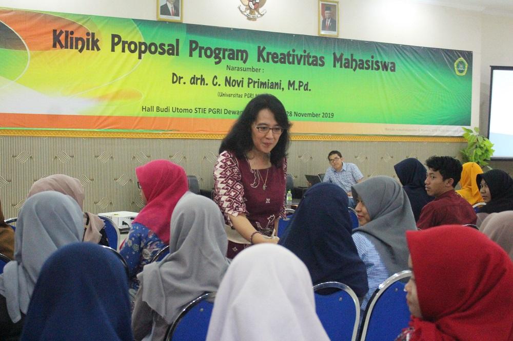 STIE PGRI DEWANTARA JOMBANG ADAKAN WORKSHOP KLINIK PROPOSAL PROGRAM KREATIVITAS MAHASISWA TAHUN 2019